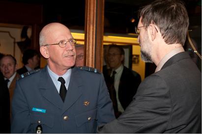 Plv. Commandant van de KLu in gesprek met SGLO-voorzitter Peter Grimm (@SGLO)