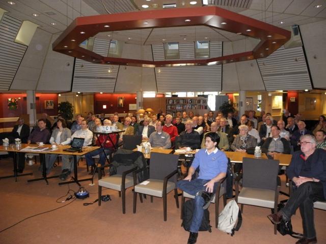 De aanwezige leden luisteren aandachtig naar de lezing van Ruurd (SGLO –@W. Buising)