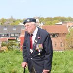 One of the veterans in front of the windmill that was used as a landmark by the Lancaster (SGLO – @P. Righart van Gelder)