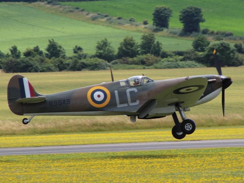 Spitfire Mk.V EP122 in een tijdelijk schema voor de opnames van de film Dunkirk (@P. Righart van Gelder)