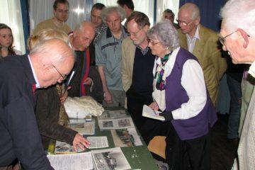 De attributen die Mevrouw Folmer in 2011 meegenomen had werden aandachtig bestudeerd (SGLO – Archive)