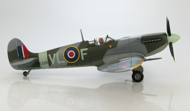 Heel toepasselijk een Spitfire Mk.IXb van 322 (Dutch) Squadron Royal Air Force (Foto: Hobbymaster)
