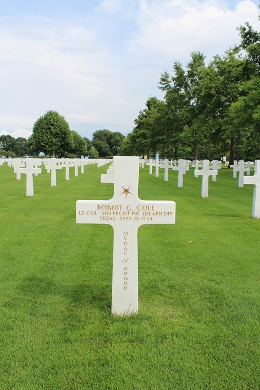 Het graf van een van de zes Medal of Honor ontvangers op Margraten. Een sluipschutter maakte een einde aan het leven van Lt. Col. Cole voor de medaille kon worden uitgereikt. (SGLO - @P. Righart van Gelder)