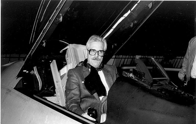 A.P. de Jong in de cockpit van een F-102 (SGLO - Archive)