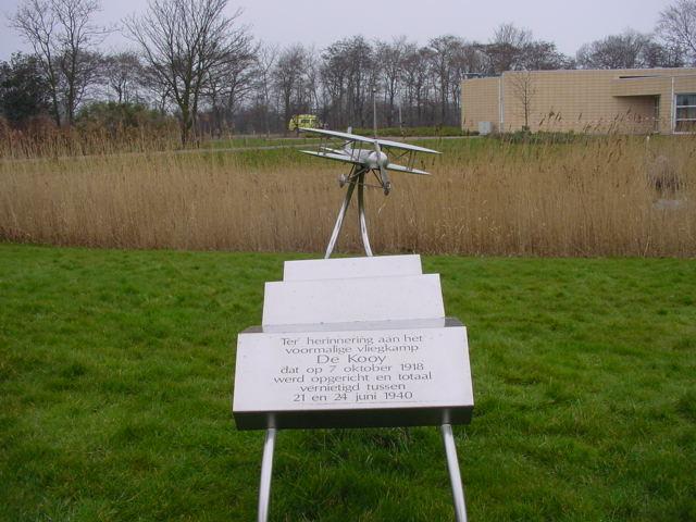Paneel met inscriptie bij het monument (SGLO – Archive)