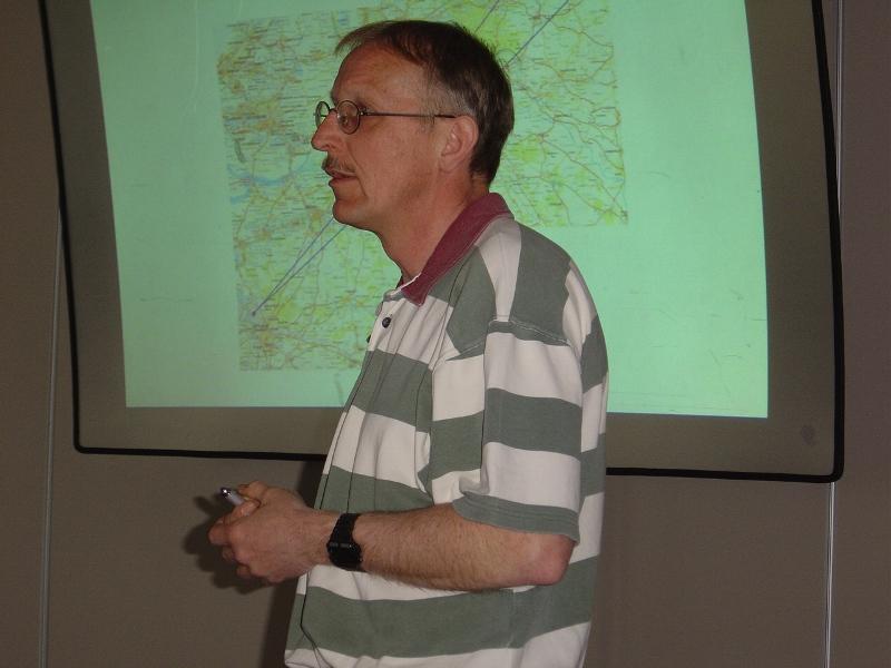Henk Koopman tijdens zijn lezing over de V-wapens (SGLO – Archive)