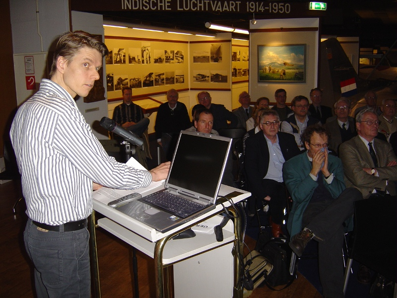 Hans Nauta tijdens zijn lezing over de luchtoorlog boven Noord-Holland (SGLO – Archive)
