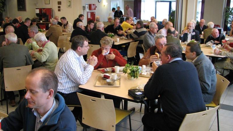 Tijdens de lunch was er alle gelegenheid om bij te praten (SGLO – Archive)