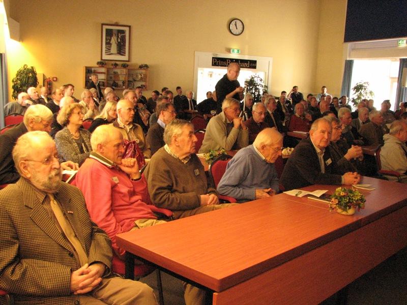 De volle zaal luisterde aandachtig naar het indrukwekkende verhaal van Dhr. Sitter (SGLO – Archive)