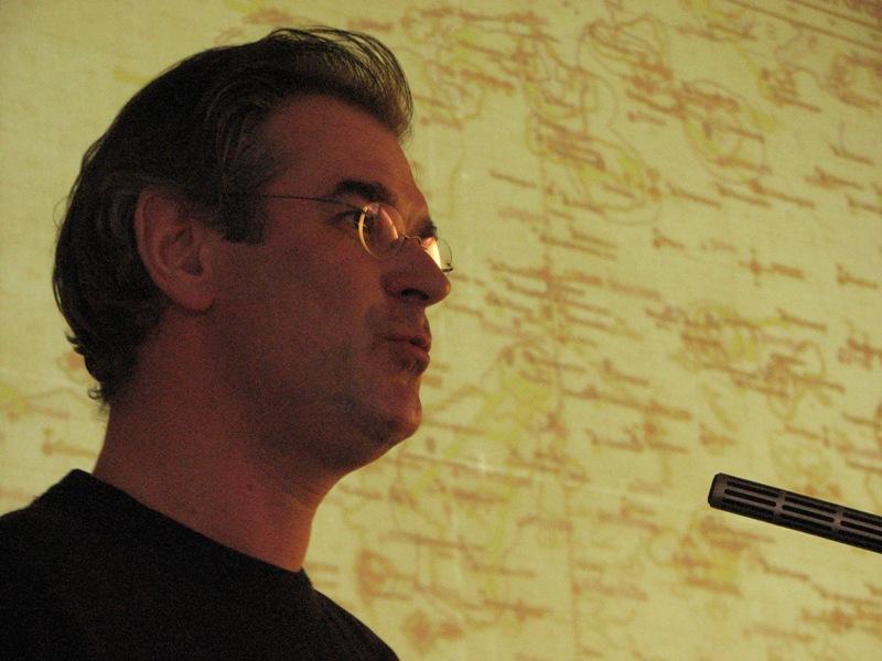 Theo Boiten tijdens zijn presentatie over de Nachtjagd (SGLO – Archive)