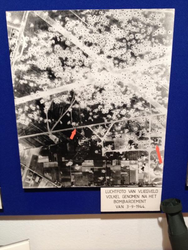 Vliegbasis Volkel, bezaait met bomkraters na een bombardement op 3 september 1944. (SGLO – @P. Righart van Gelder)