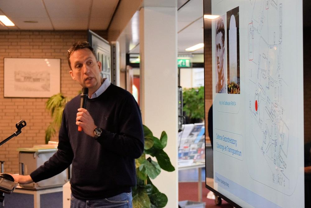 Wijbe Buising vertelde over de geschiedenis van Vliegveld Hilversum (SGLO - @Huub van Sabben)