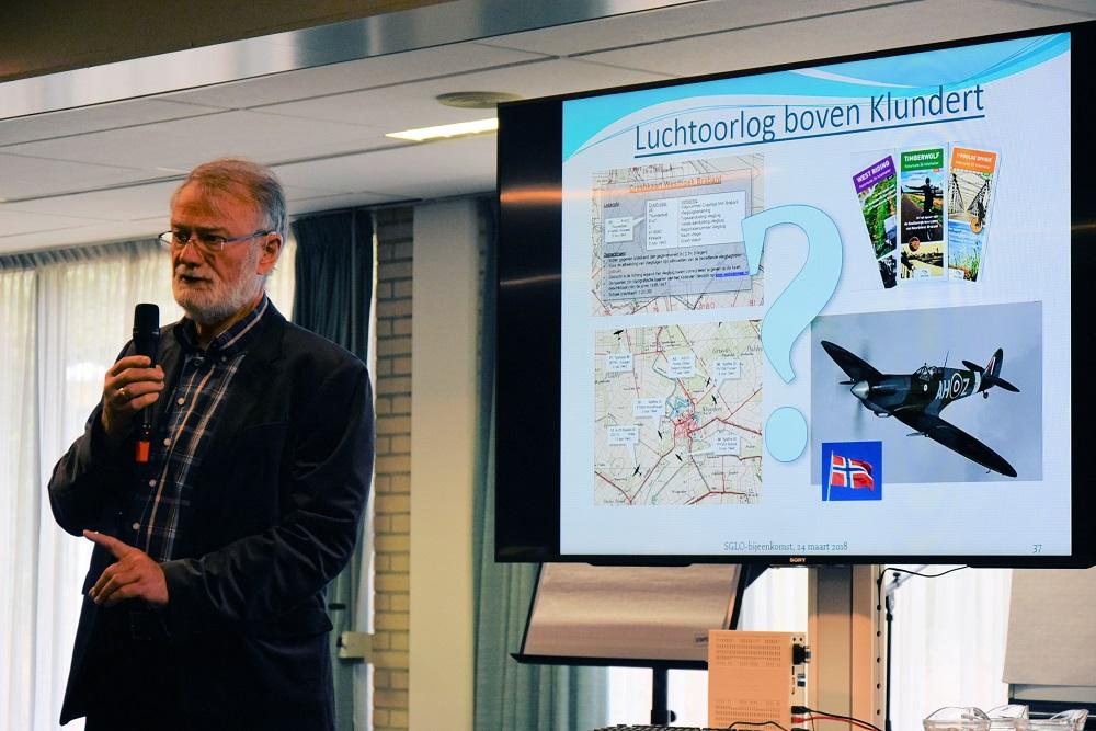 Willem van Dranen hield een presentatie over de luchtoorlog boven Klundert (SGLO - Huub van Sabben)