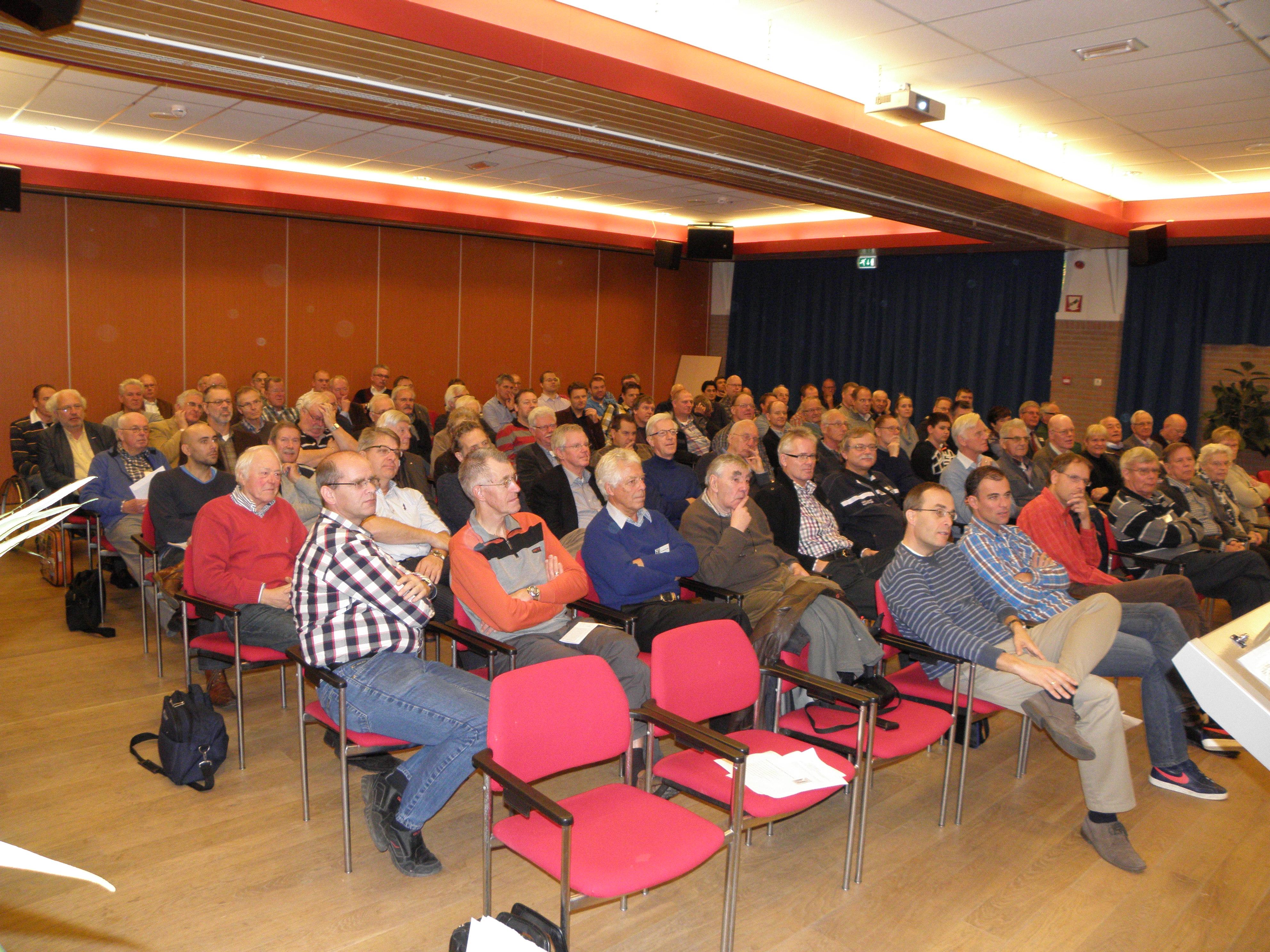 Ook Ad van Rijswijk had een interessante lezing voor de aanwezigen. (SGLO – @W. Buising)