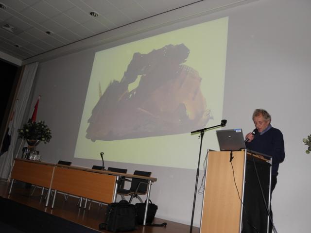 Jac Baart van de werkgroep Kriegsmarine met een lezing over: Het Duitse konvooisysteem (SGLO – @W. Buising)