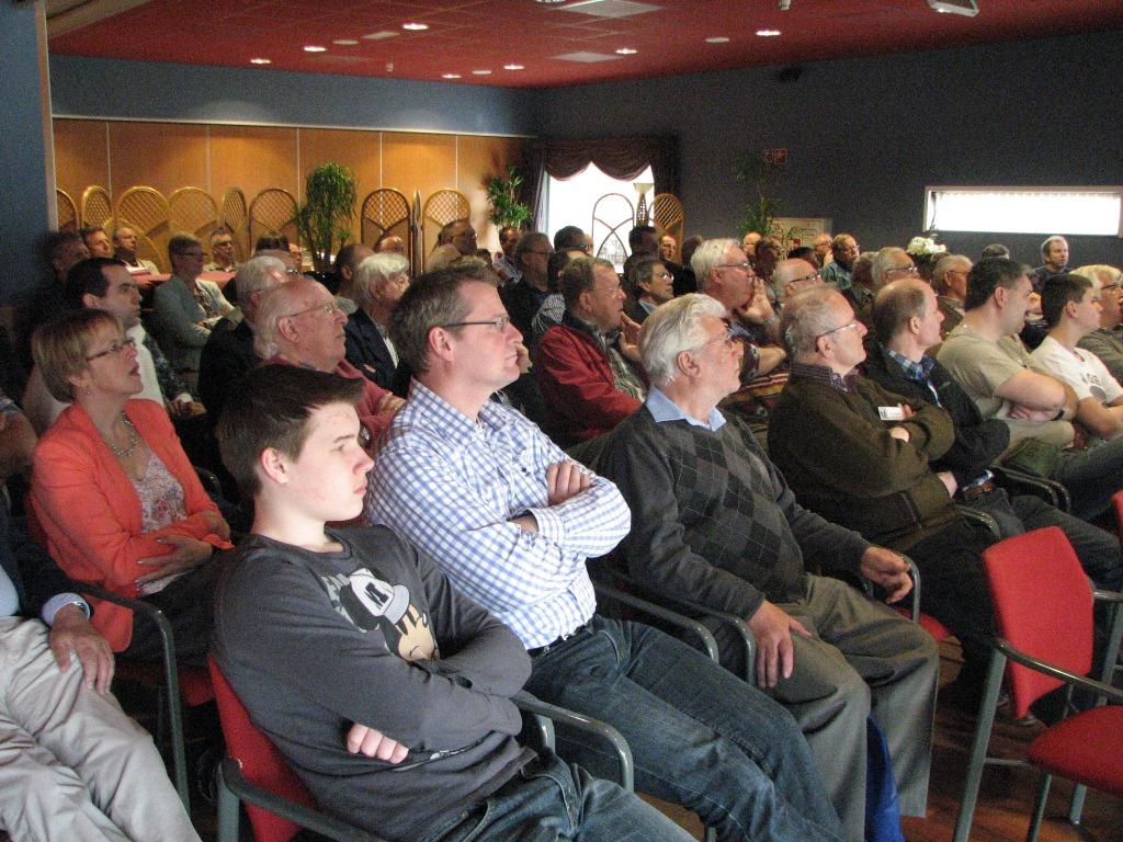 De aanwezige leden luisterde vol interesse naar Gordon Mellor (SGLO - @Huub van Sabben)