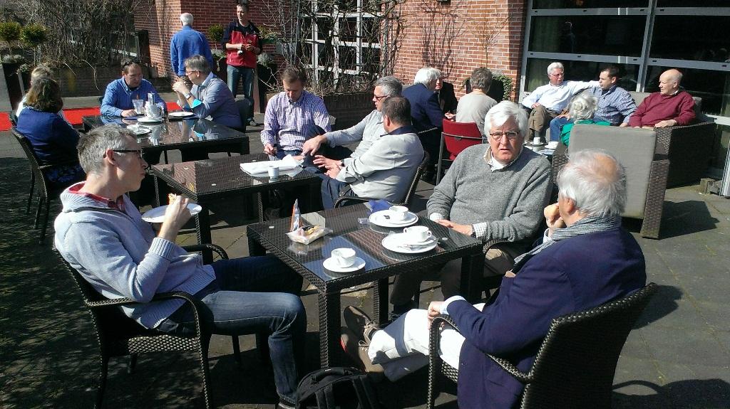 Tijdens de pauze kon niet alleen van een lunch, maar ook van de zon genoten worden (SGLO - @Huub van Sabben)