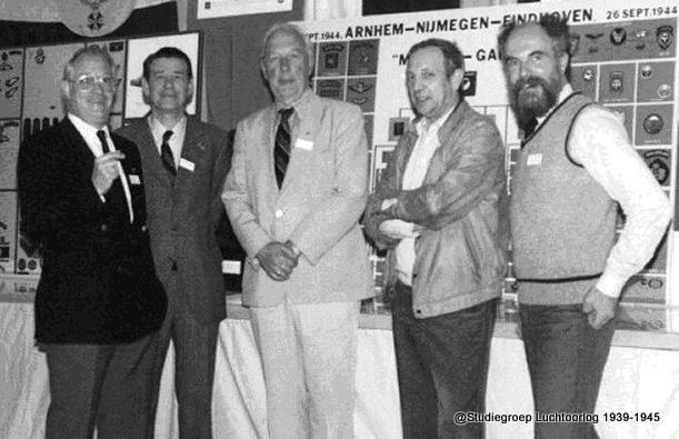Tijdens de bijeenkomst in Leiden V.l.n.r:: Koos Berlemon, Hans de Haan (†), Robbie de Bruin (†), Henny Kwik (†) en Rob Delachaux (†) (SGLO – @Ab.A. Jansen)