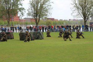 Moderne troepen hebben het veld bezet