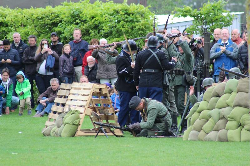 De MG 34 werkte niet, de schutter was er zo druk mee dat hij niet door had dat zijn kameraden zich al over hadden gegeven.