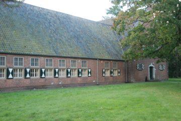 Een van de oude legeringsgebouwen (SGLO – Collectie Ad van Zandvoort/Ton Bosmans)