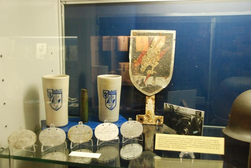 Vitrine in het museum (SGLO – Collectie Ad van Zandvoort/Ton Bosmans)