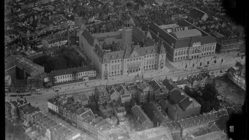 Rotterdam, Coolsingel met stadhuis (Nederlands Instituut voor Militaire Historie - CC-BY 4.0)